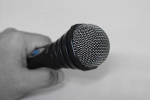 microphone-380017_960_720